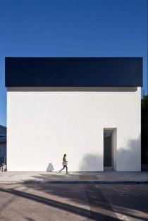 Ellsworth-Kelly-Facade-for-Matthew-Marks-Gallery-NYT